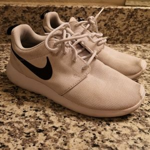 NIKE WOMENS SIZE 6 SNEAKERS SHOES